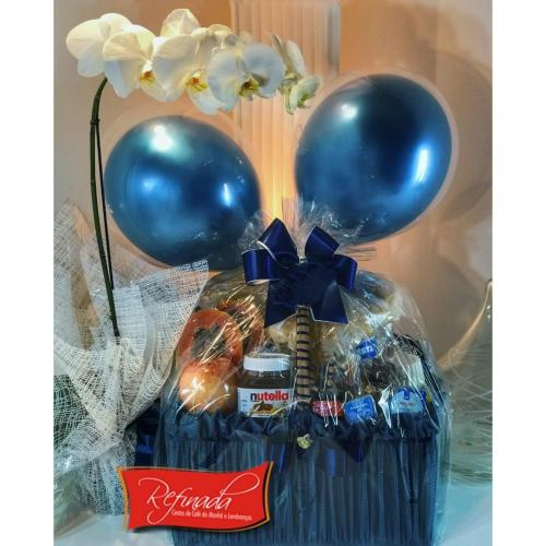Cesta de Aniversário Balões e Orquídea R$ 489,00