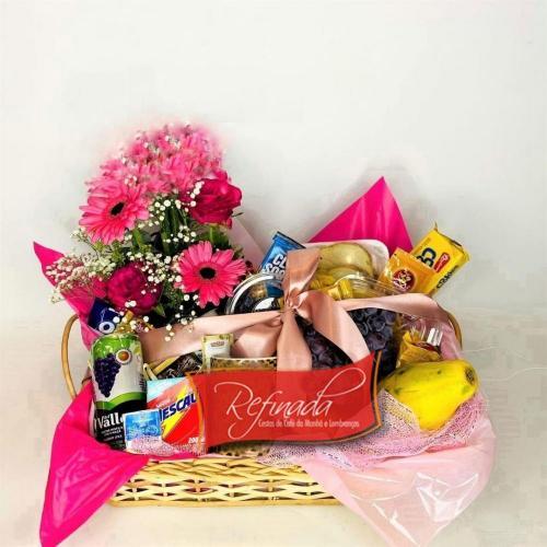 Cesta de Café da Manhã com Flores R$ 179,00